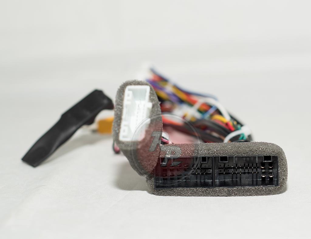 Колодка для головных устройств RedPower 31047 R IPS и RedPower 31074 R IPS. Топовые комплектации с навигацией на автомобили рестайл (c 2013 г.)