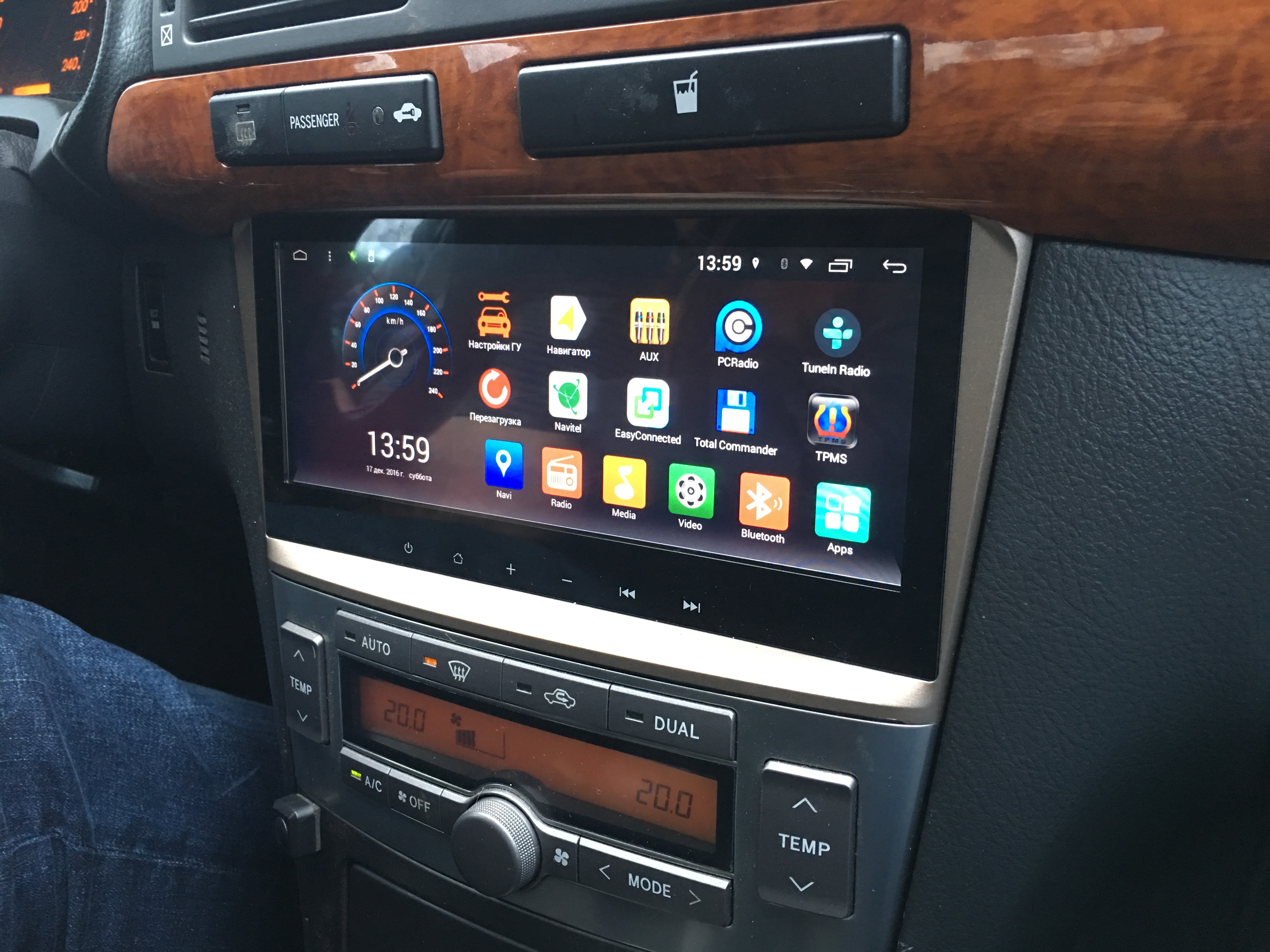 Toyota Avensis головное устройство Redpower